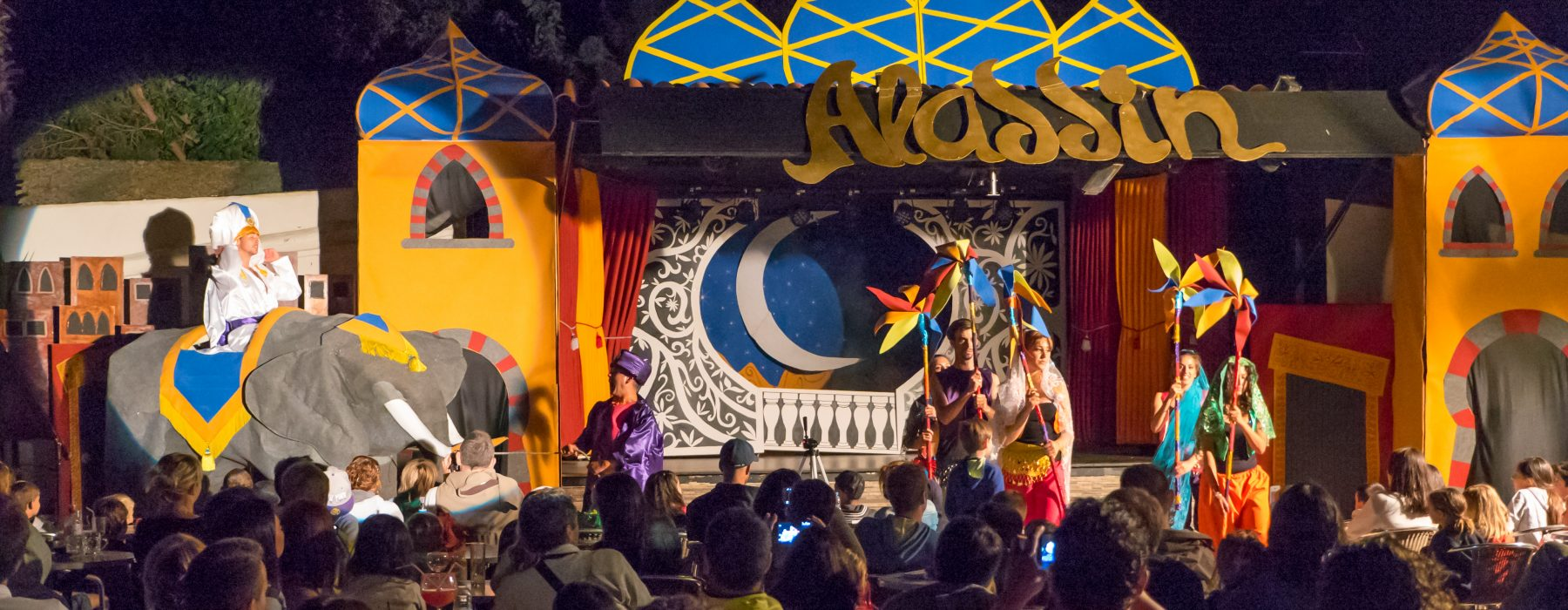 Espectaculo Aladdin Cala Montjoi Costa Brava