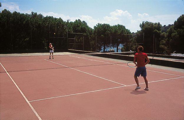 Tenis en Cala Montjoi