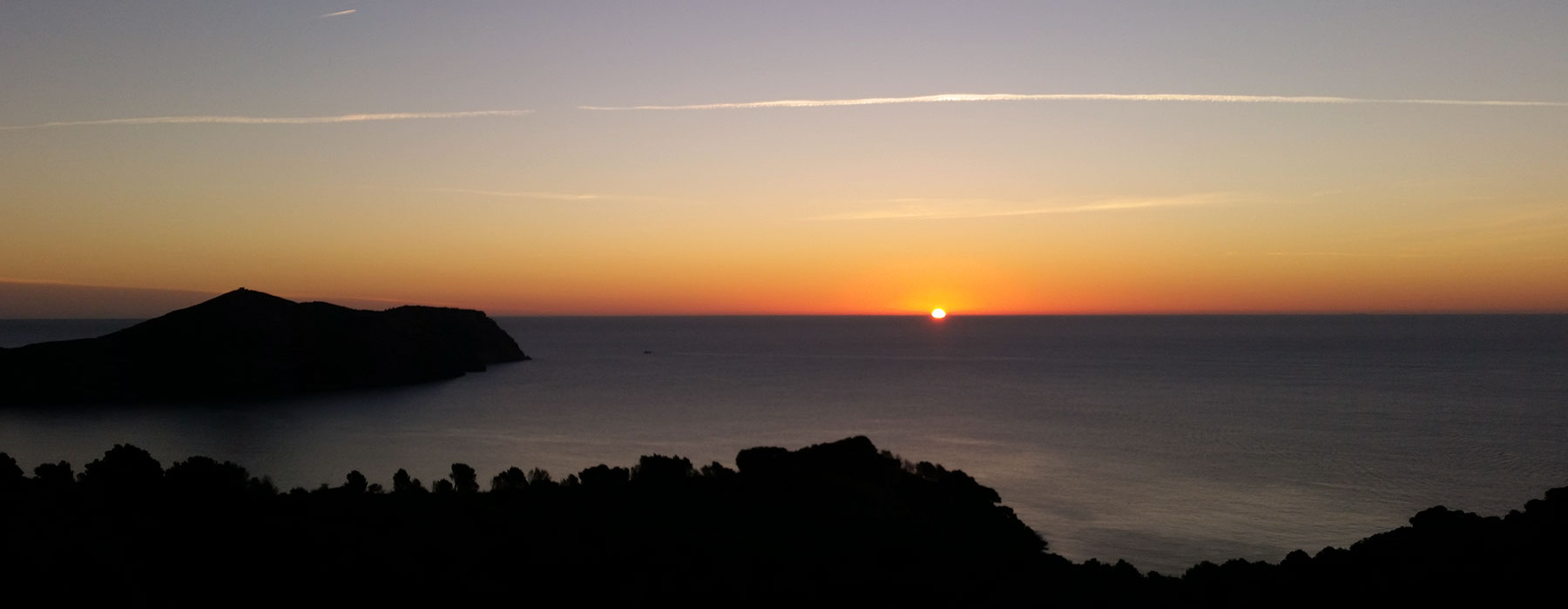 cala-montjoi-sunset-sunrise-banner-home